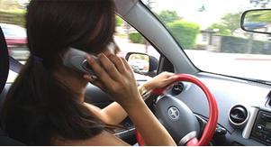 kierowanie samochodem a telefon